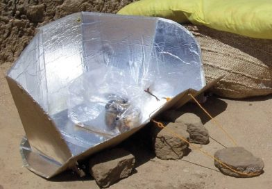 Réalisation d'un four solaire selon le concept Solar Cooker International dans un campemant à Iridimi au Tchad.